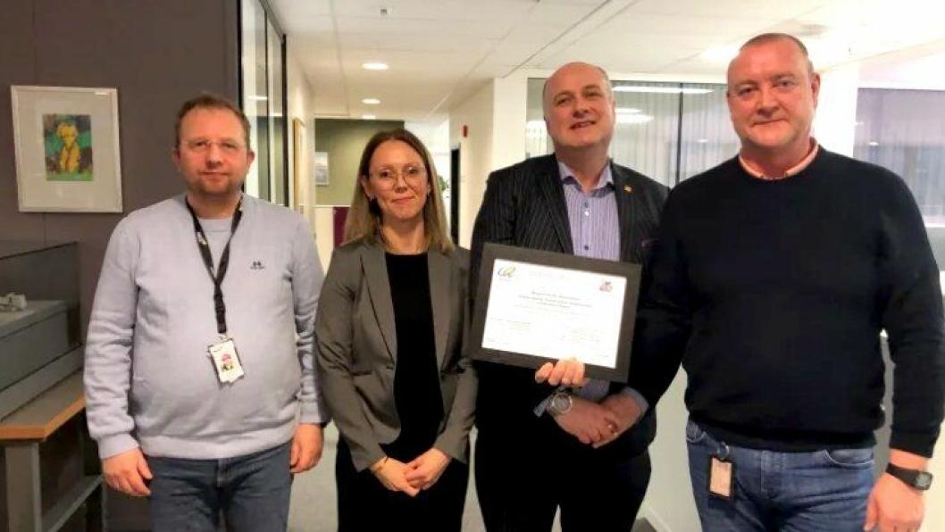 F.v: Torgeir Sørensen (HMS og miljøleder på prosjektet), Jorunn Haltbakk (leder for bærekraft i NCC), Ian Nicholson (Ceequal & Breeam Infrastructure Director) og Inge Ytterhus (anleggsleder).
