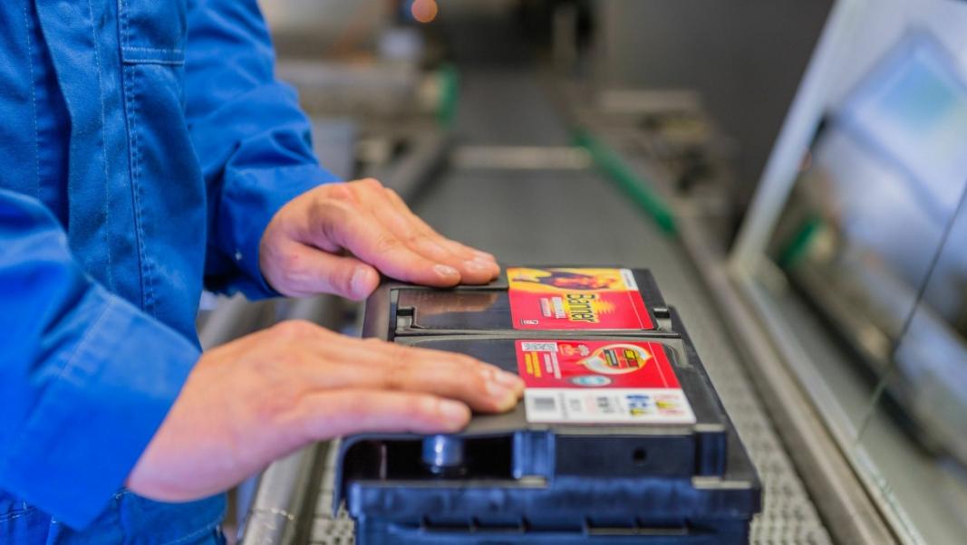 HÅNDVERK: Kvalitet og service.  Slik beskrives batteriene fra Banner.