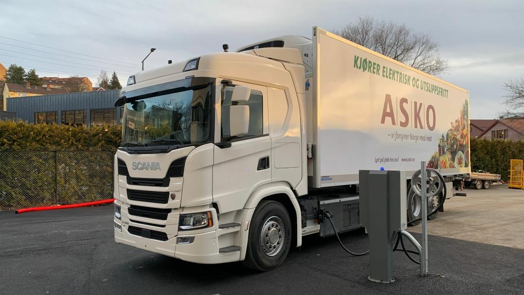 FØRSTE: Dette er verdens første Scania med batterielektrisk drivlinje. Denne prototypen skal Asko på Kalbakken høste erfaringer med i tiden som kommer.