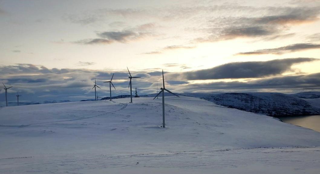 Havøygavlen vindpark i Måsøy kommune ble etablert i 2002 og er verdens nordligste vindpark. I nærmere 20 år har de 15 turbinene produsert strøm, og nå skal vindkraftparken oppgraderes. Turbinene skal skiftes ut og erstattes med ni nye og kraftigere turbiner, og området skal gjenbrukes og oppgraderes.