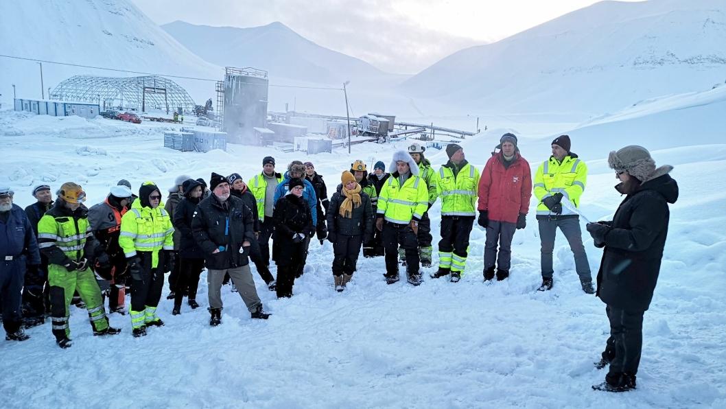 Kjerstin Askholt, Sysselmann på Svalbard, sa noen holdt en tale ved stengingen.