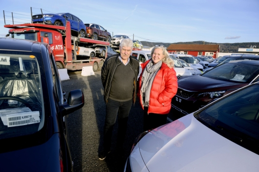 EFFEKTIVE: Eier av ATS Øivind Johansen og daglig leder Benedicte Markveien vil gjøre transporten av biler så effektiv som mulig.