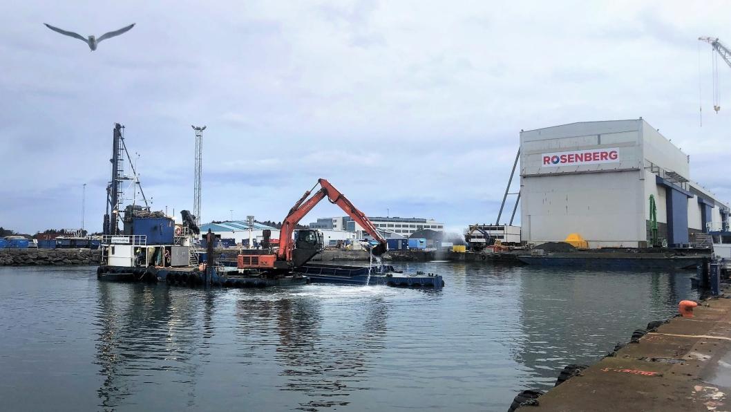 Sjøentreprenøren startet i februar 2020 på utdypingsarbeidene ved Rosenberg Worley-verftets kaianlegg i Stavanger.
