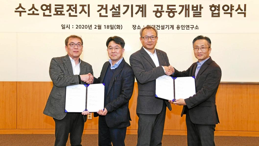 SATSER SAMMEN: Fra venstre: Kim Seung-han (utviklingssjef Hyundai Construction Equipment), Geum Yeong-beom (sjef for brenselcelle-divisjonen i Hyundai Mobis), Hwang Jong-hyeon (utviklingssjef materialhåndteringsdivisjonen i Hyundai Construction Equipment), Park Soon-chan (sjef brenselcelledisvisjonen i Hyundai Motor Company).