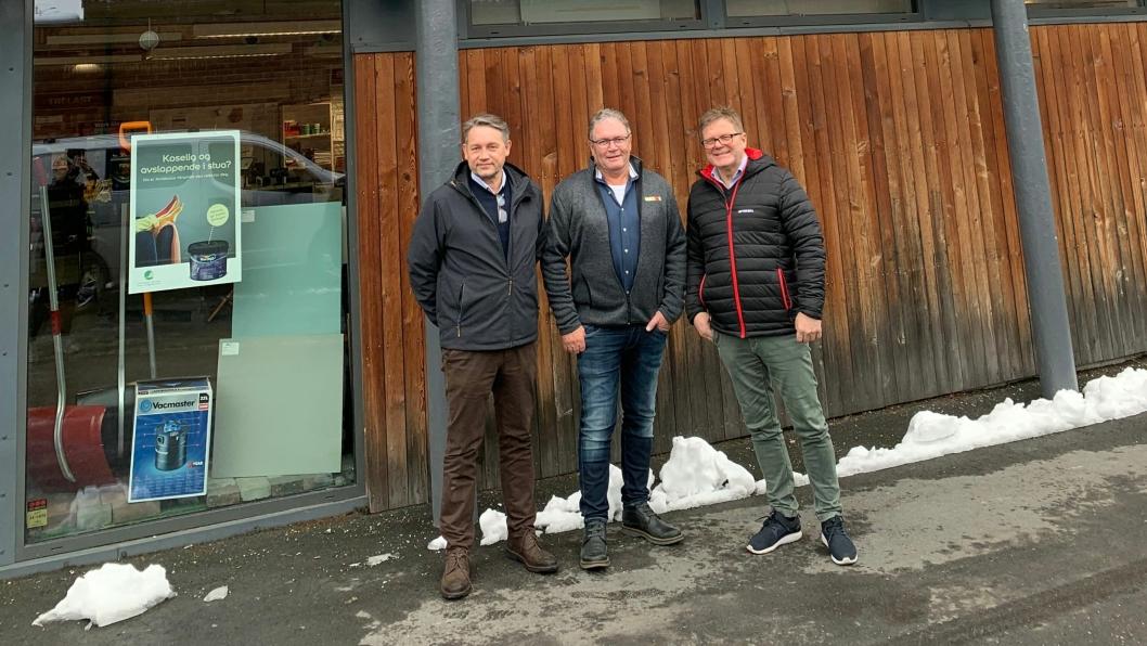 F.v.: Lars Petter Grandahl, direktør Optimera Handel, Sverre Mørch, daglig leder Asker Trelast AS og Trond Oseth, KAM Optimera Handel.