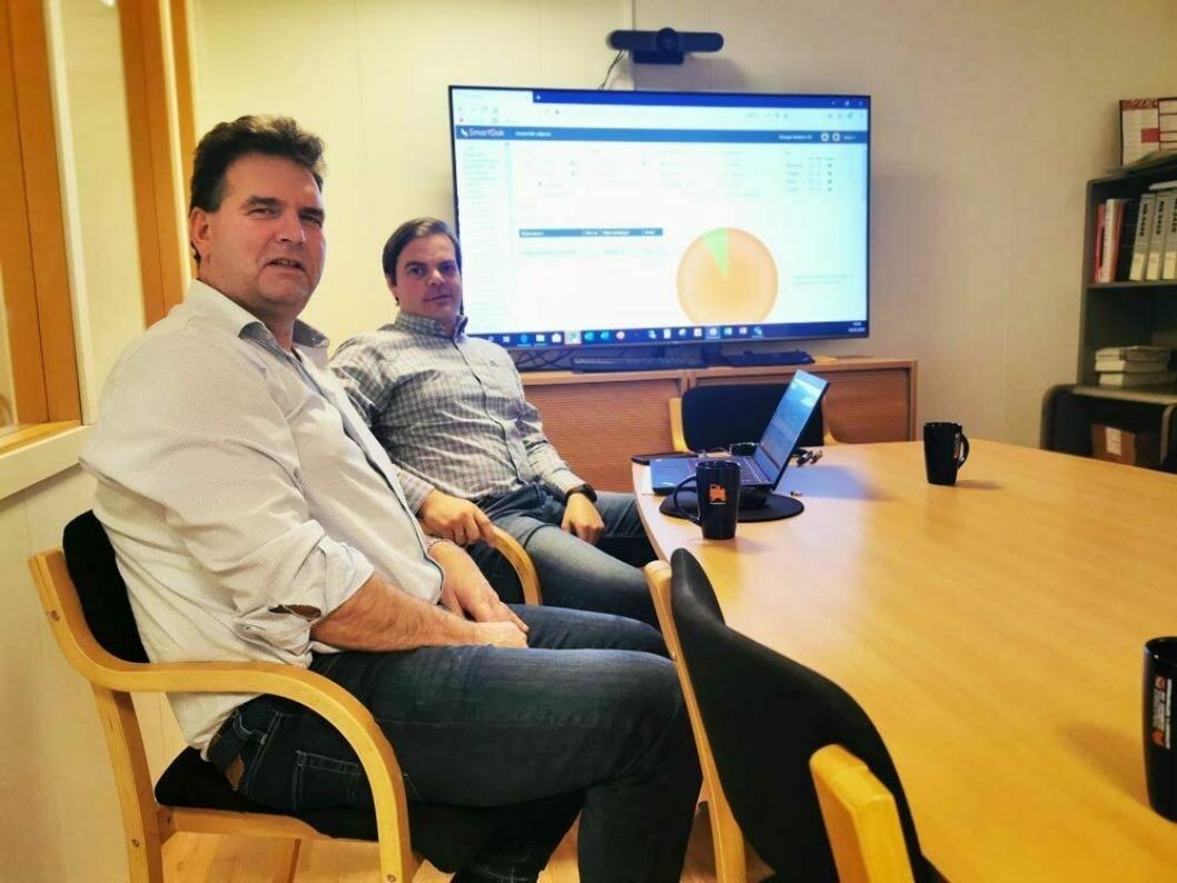 FORNØYD: Daglig leder Rune Grimstad (t.v.) og anleggsleder/prosjektleder Pål Oldervoll er fornøyd med datafangstsystemet i bedriften.