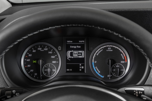 Instrumentclusteret i eVito gir informasjon om energieffektivitet.