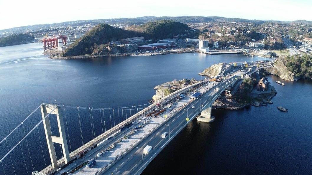 Mesteparten av arbeidene på E18 Varoddbrua i Kristiansand har stoppet på grunn av karanteneregler for personer som kommer til Norge fra land utenfor Norden.