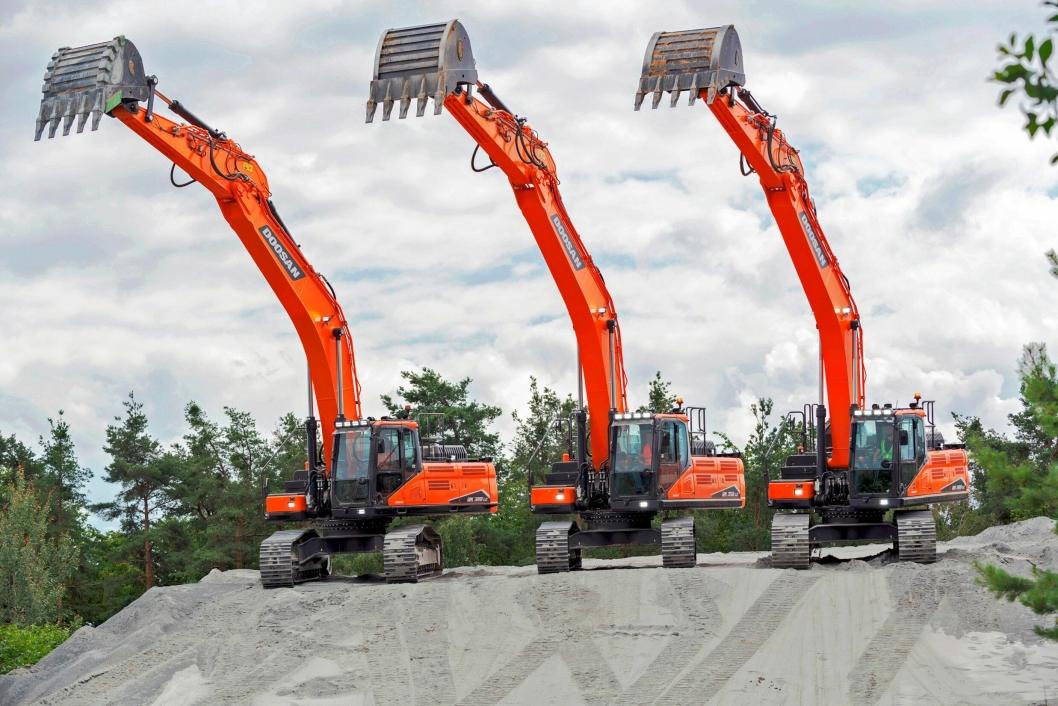 TRE NYHETER: Serie 7 fra Doosan består av modellene 300, 350 og 380.