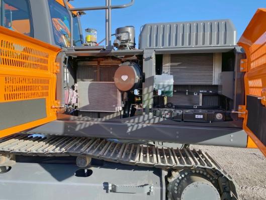 TILGANG: De nye Doosan-maskinene gjør det enda enklere for maskinføreren å utføre daglig vedlikehold.
