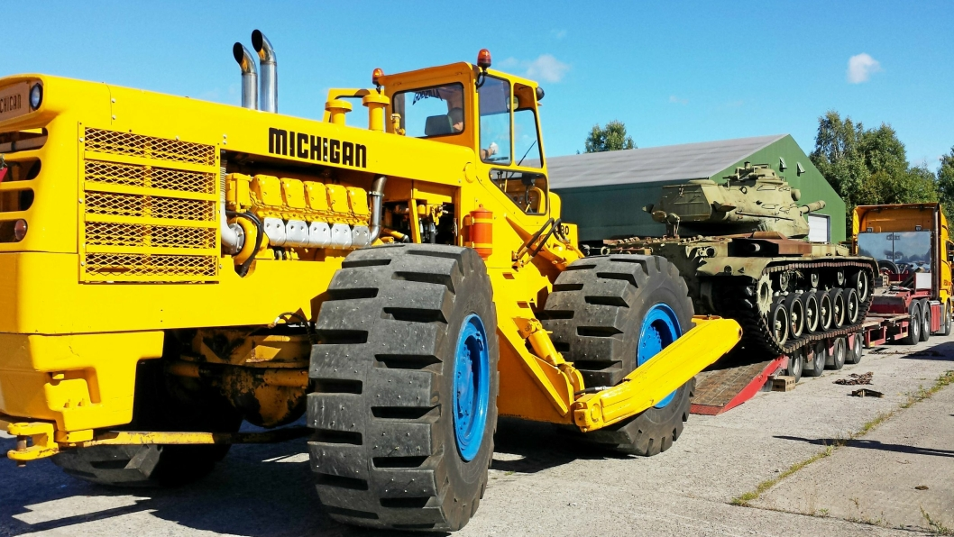 FIN PENSJONISTTILVÆRELSE: Michigan 480 hjuldozeren fra 1961 har en fin pensjonstid på Trandum. Godzilla kjøres rundt 100 timer i året, men er en viktig bidragsyter (bilde fra 2013).