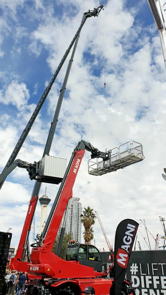 LUFTIG: Teleskoptrucken Magni RTH 6.51 SH strekker seg 51 meter opp i lufta.