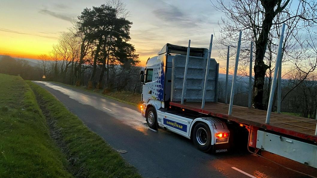 Siste oppdrag: På vei ut fredag morgen for å hente et foreløpig siste  tømmerlass inne i de Franske skoger for FC Transport.