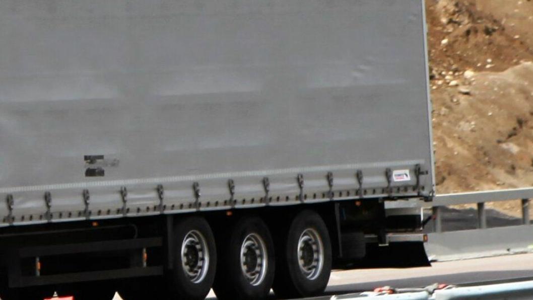 Nå er trailere lastet med smittevernutstyret på vei fra Helse Sør Østs forsyningslager ut til helseinstitusjonene i andre regioner i Norge.