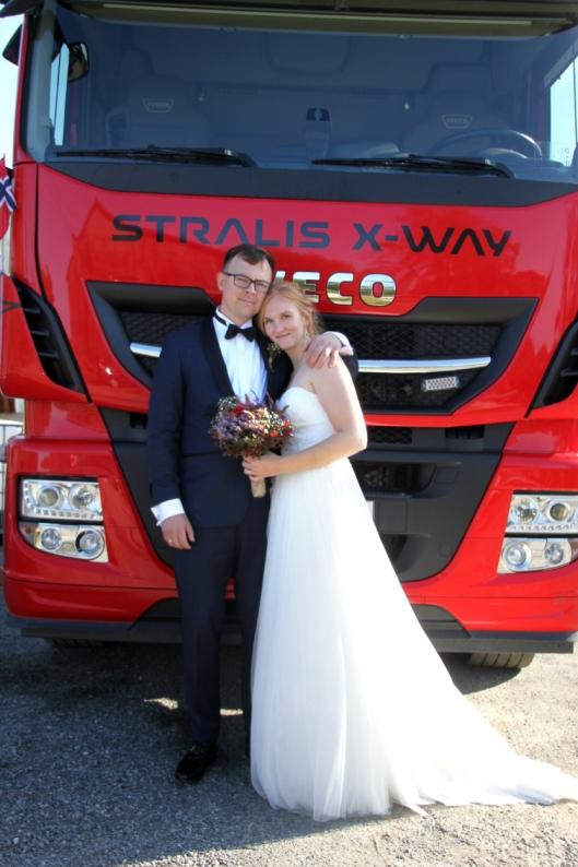 Ingeborg Oline Instefjord Neergård (30) og Jon Anders Neergård (40) ble ektepar 7. september 2019.