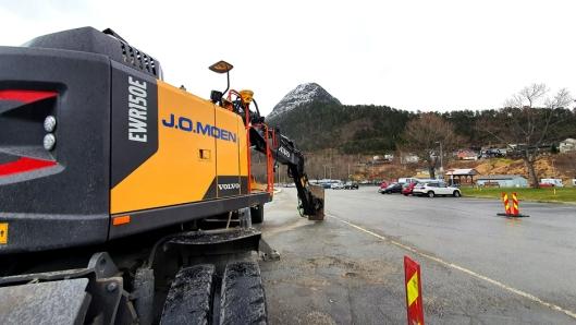 Romsdalsgondolen skal gå fra Fjordstasjonen i Åndalsnes sentrum til Fjellstasjonen på Nesaksla. Grunnarbeidene til Fjordstasjonen utføres av J.O. Moen AS.