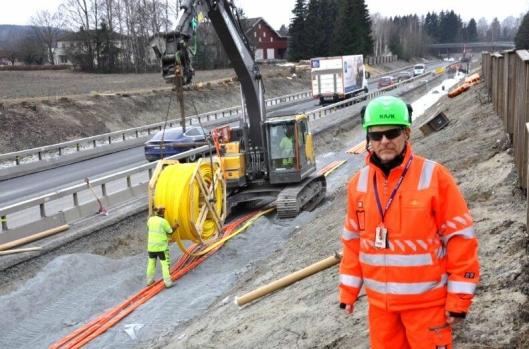 Full rulle og arbeidsintensive dager for f.h. Eugen Myhr i Statens vegvesen, maskinfører Arve Gunnleiksrud og Marius Vårdal Alvheim.