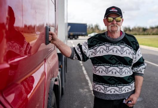 Leder i YTF logistikk, Jan Arne Laberget, ber om respekt for at sjåførene har krav på hygieniske og verdige forhold langs veiene i Norge.