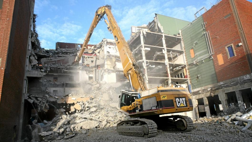 Illustrasjonsbilde fra 2015 da AF Decom AS var i gang med riving av 30 bygninger på Södra Cell på Tofte. Det ble fjernet ca. 80.000 tonn betong og 2000 tonn armeringsjern.