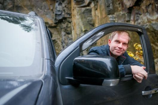 OFFENSIV: – Vi er i en heldig situasjon med biler på lager, som vi kan selge til «gammel pris», sier Steinar Dokken, ansvarlig for Isuzu i Norge.