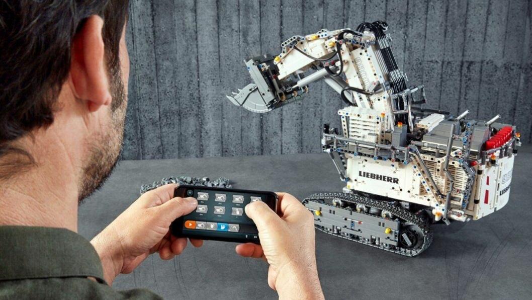 Maskinen kan styres med en smart-enhet.