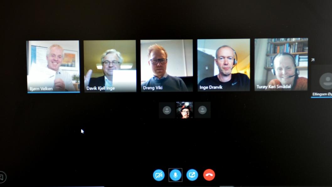 Bildet er fra Skype-møtet med utbyggingsdirektør i Statens vegvesen Kjell Inge Davik og anleggsdirektør i Kruse Smith som signerer kontrakten. Byggeleder i Statens vegvesen Inge Drarvik, avdelingsleder tunnel i Kruse Smith Dreng Viki og prosjektleder for Sykkelstamvegen Kari Smådal Turøy deltok også på det elektroniske signeringsmøtet.