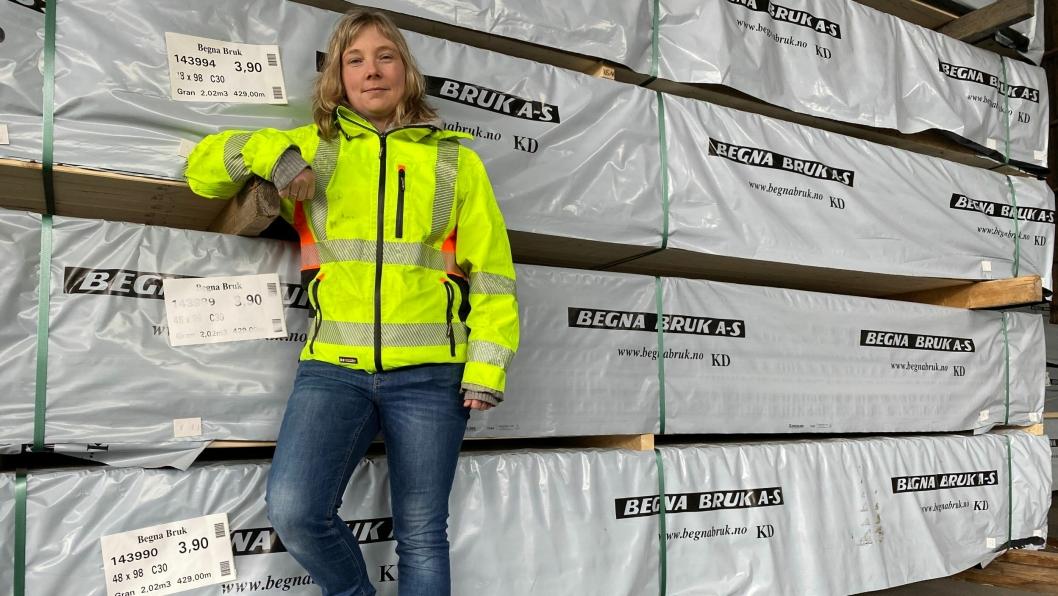 BEDRE KONTROLL: Tømmersjef Monica Hagenborg Bakken sier at My.Cat.Com hjelper Begna Bruk å få full utnyttelse av maskinene og bedre kontroll.