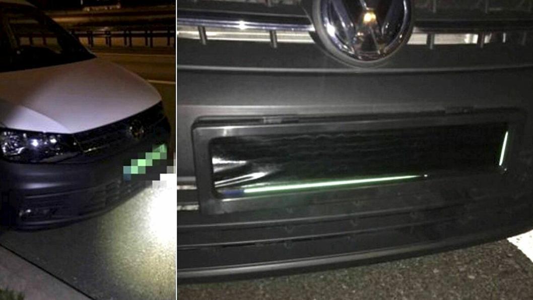 Skiltene på varebilen kunne dekkes til i fart med fjernkontroll.