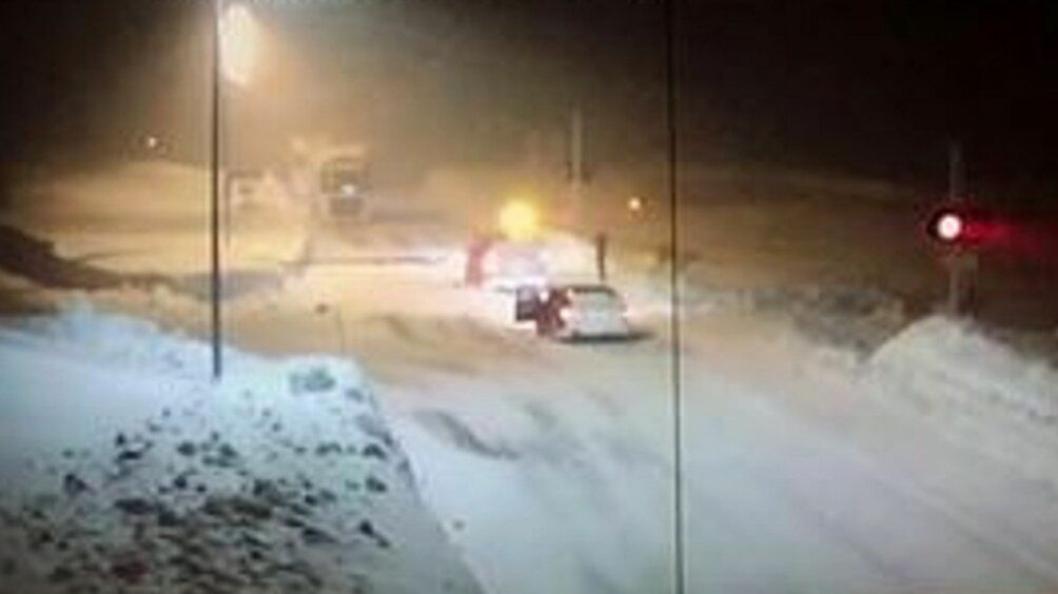 Her bryter bilistene opp bommen på Sørelva på nordsiden av fjellet, etter å ha kjørt over sørfra.
