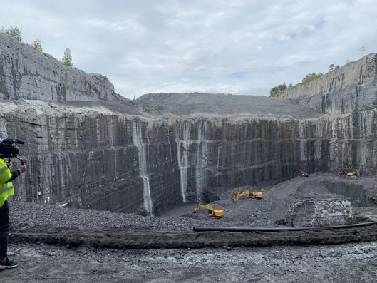 3,5 millioner tonn kalkstein ble hentet fra bruddet på Langøya som ligger i Holmestrandsfjorden.