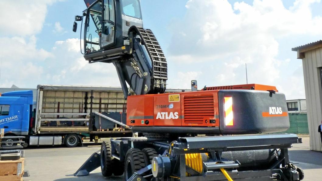 ATLAS: El-hjulmodellen 350 HM-E er bygd med 80 meter kabeltrommel, langt grave/riveaggregat og hevbar hytte.