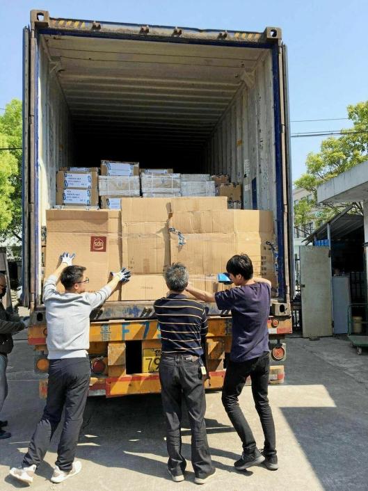 Lasten ble pakket i en container i Yuyao sør for Shanghai og brukte 20 dager på turen til Vestby.