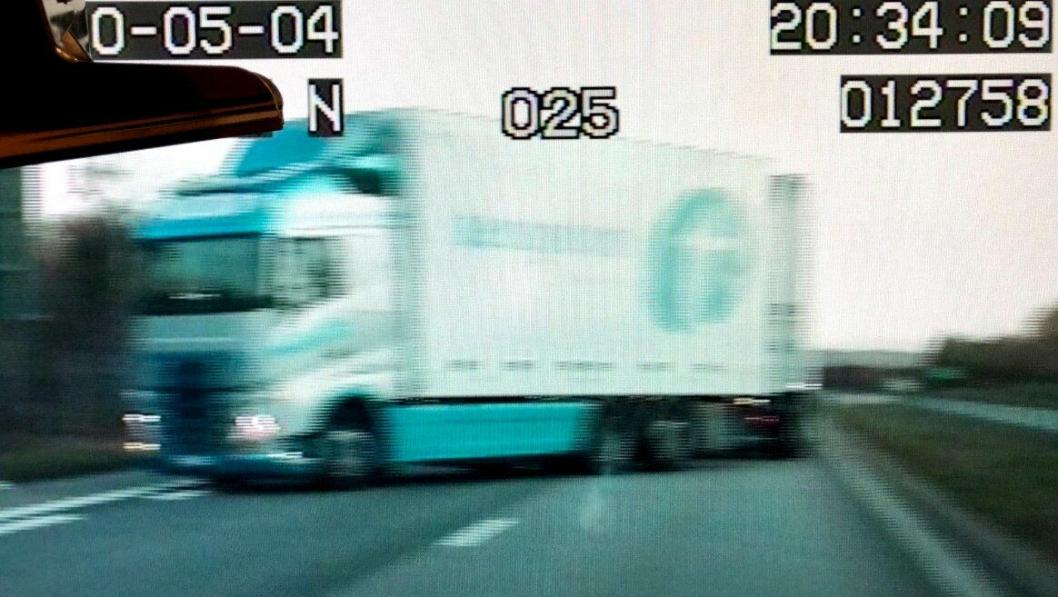 Vogntogsjåføren stilte bilen på tvers av motorveien for å sikre Halmstad-politiet under en pågripelse i Sverige 4. mai.