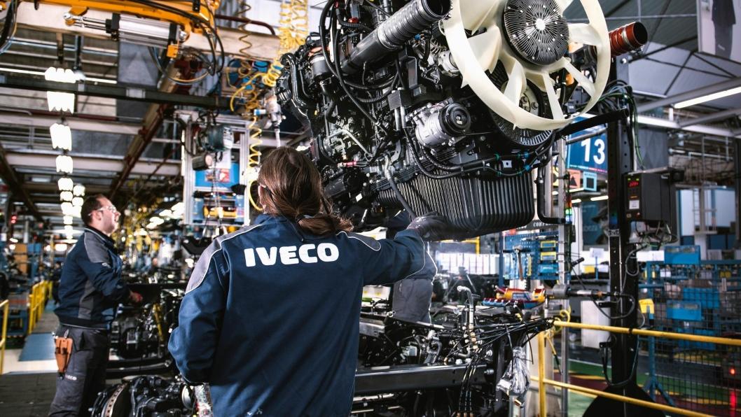 Bilde fra Ivecos fabrikkanlegg i Madrid, tatt før covid-19-pandemien. Når fabrikken startes opp 11. mai, er mer smittevernutstyr på plass.