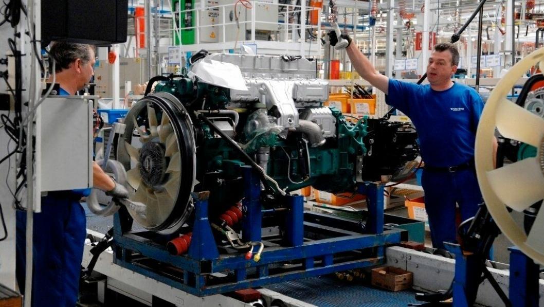 Arkivbilde fra Volvos produksjon. Ved oppstarten nå er det smittevernutstyr og sosial distanse i produksjonen.