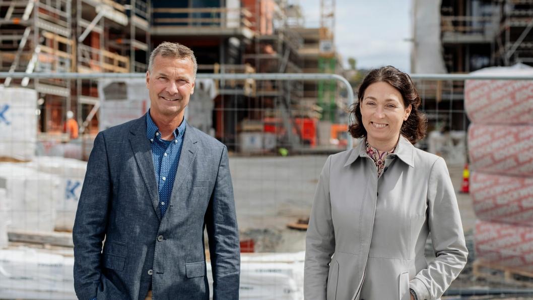 Jon Syrtveit (54) er ansatt som konsernsjef i Kruse Smith. Han begynte i selskapet i 2003. Til høyre står styreleder, Sissel Leire.