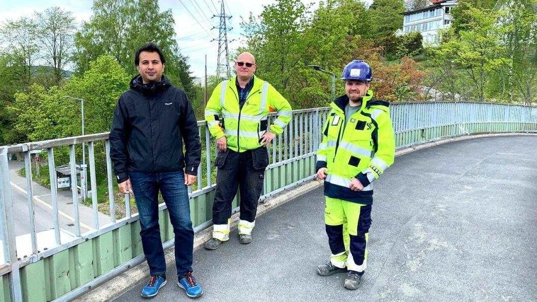 Sporveiens ledere gleder seg til å komme i gang med jobben. Fra venstre: Prosjektleder Zeeshan Ahmad Sheikh, byggeleder overbygning Snorre Lindberg og byggeleder Anders Karsten Aamodt.