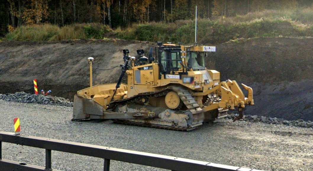 Bilde tatt ved en tidligere anledning av en Cat D6 dozer tilhørende Lesja Bulldozerlag på E6-prosjektet. Det var en slik D6 som tyvene robbet for GPS-utstyr.