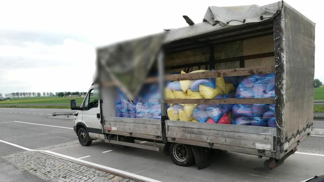 Varebil stoppet med 8950 kg totalvekt.