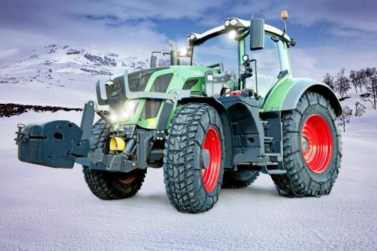 TELLEFSDAL: Her en Fendt traktor med Tellefsdal Quatro T70 med firkantpigg.