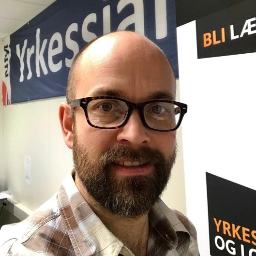 Øivind Aksberg, yrkessjåfør, musiker og veileder for lærlinger ved Opplæringskontoret.