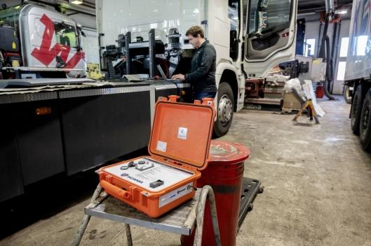 TILKOBLING: Med SMAP-kofferten får du kontakt med alle Scania-systemer over alt.
