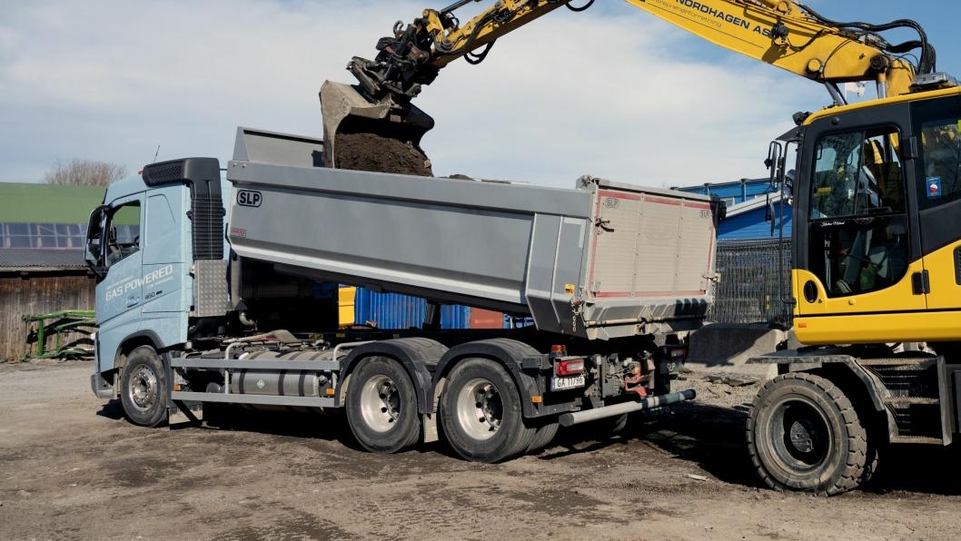 FØRSTE: NCC i Oslo er første entreprenør som har tatt i bruk tippbil på flytende biogass.