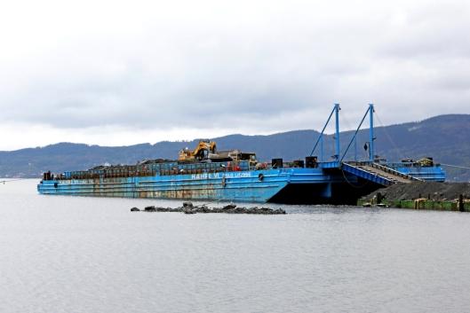 10.000 TONN: Hæhre-lekteren henter stein på Langøya, og med hvert anløp kommer det 10.000 tonn.