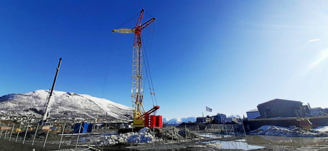 TO DAGER: Kranen ferdig montert i Tromsø som del av opplæringen fra ANK AS. Målselvkran brukte to dager da de rigget den opp på første jobb i Vardø, og trolig går det enda raskere neste gang. Uten luffejiben tar det ca. 1 dag.