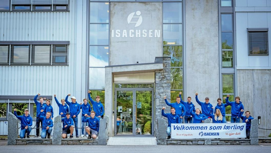DEN STORE DAGEN: 19 nye lærlinger er på plass for sin videre utdanning hos Isachsen.