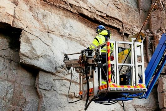 NYE MULIGHETER: Løsningen gir nye muligheter for fjellsikring og fjellrensk.