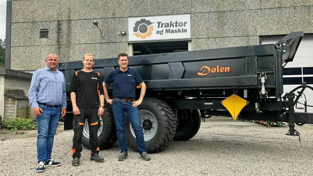 Rosendal Maskin blir forhandler av Dølen dumperhengere som Traktor og Maskin AS har utviklet. Fra venstre: Eldar Undheim (Rosendal Maskin AS), Trond Widar Løyning (Traktor og Maskin AS) og Tor Anders Høgaas (Rosendal Maskin AS).