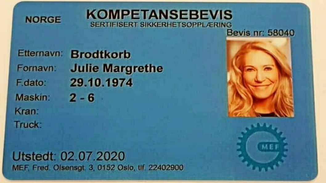 Adm. direktør i Maskinentreprenørenes Forbund (MEF), Julie Brodtkorb, har tatt maskinførerbevis.