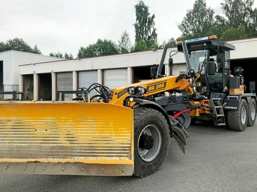 KRAFTIG RUGG: Nå viderefører Sandhaug AS markedsføringen av finske Veekmas veihøvler i Norge.